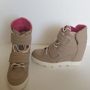 Beau & Ashe Shoe Dazzle